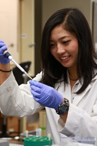 Amy Lai in the lab